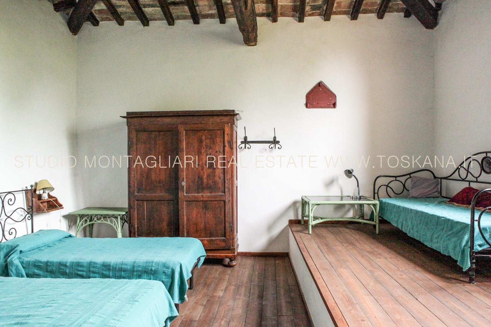 Casa vacanze per gruppi in vendita vicino a certaldo for Casa con 6 camere da letto in vendita vicino a me